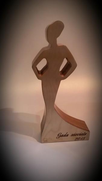 Деревянная статуэтка «Женщина года»